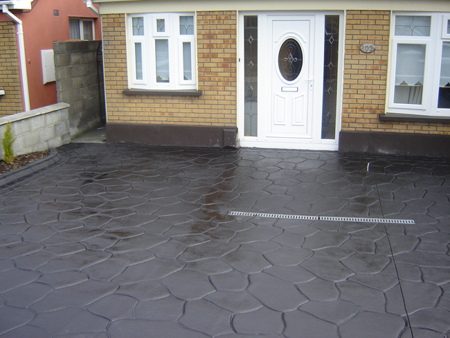 Cumbrian / Crazy Paving pattern imprinted concrete paving for driveways with Diamond Crete Limited